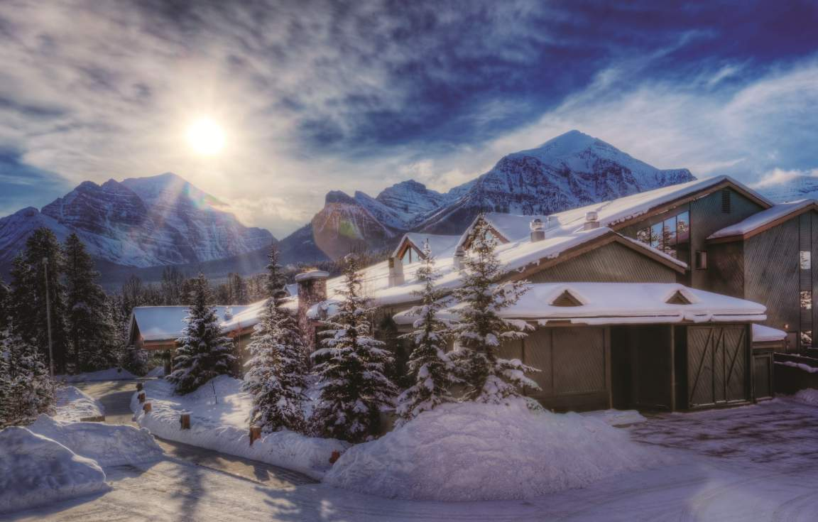 Lake Louise Inn Exterior - Winter